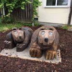 schnitzarbeit: liegende Bären